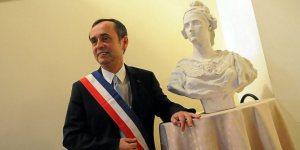 robert-menard-est-le-nouveau-maire-de-beziers-depuis-hier_854143_667x333