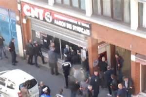 local cnt lille défoncé par police